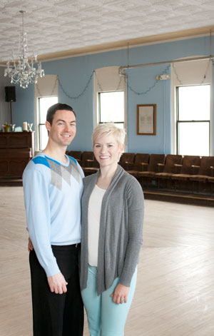 Gordon and Kate Bratts in the Mill City Ballroom. (Park Bugle photo by Lori Hamilton)