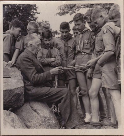 "James ""Dad"" Drew teaches early Boy Scouts how to tie knots"